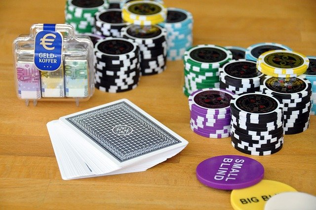 Play Card Game Poker Poker Chips  - fielperson / Pixabay